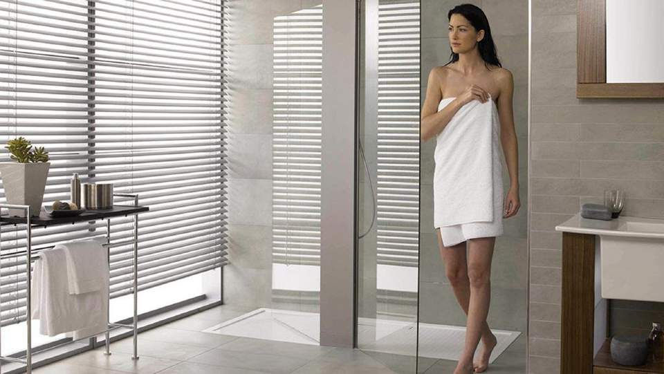 Kein Bibbern mehr im Bad: Die elektrische Wandheizung Schlüter-DITRA-HEAT-E sorgt für wohlige Wärme.